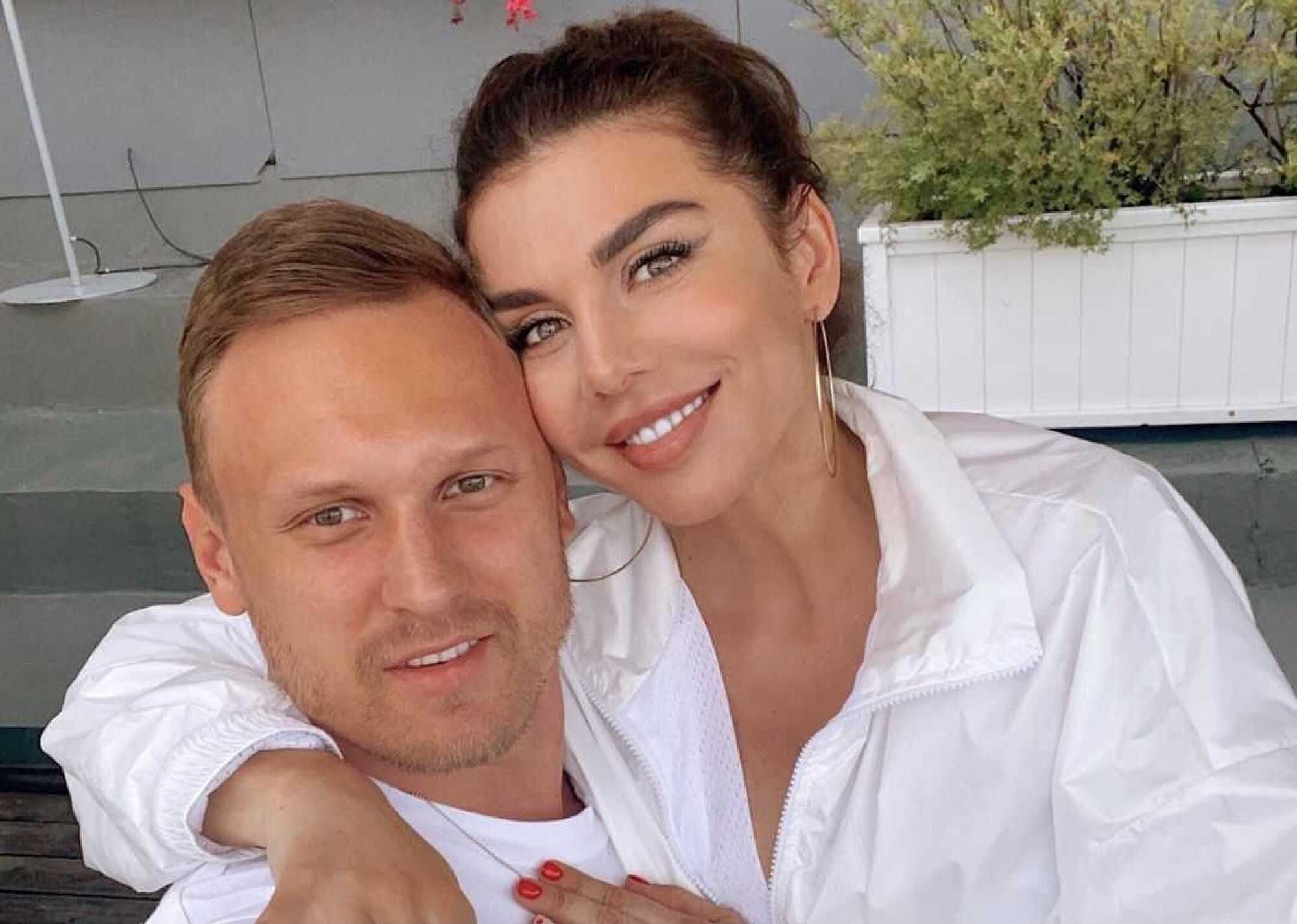 Анна Седокова призналась, что они с Янисом Тиммой неоднократно расставались и она пьяная убегала от него из дома в одних носках
