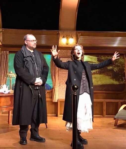 Лиза Арзамасова впервые после родов вышла на сцену театра