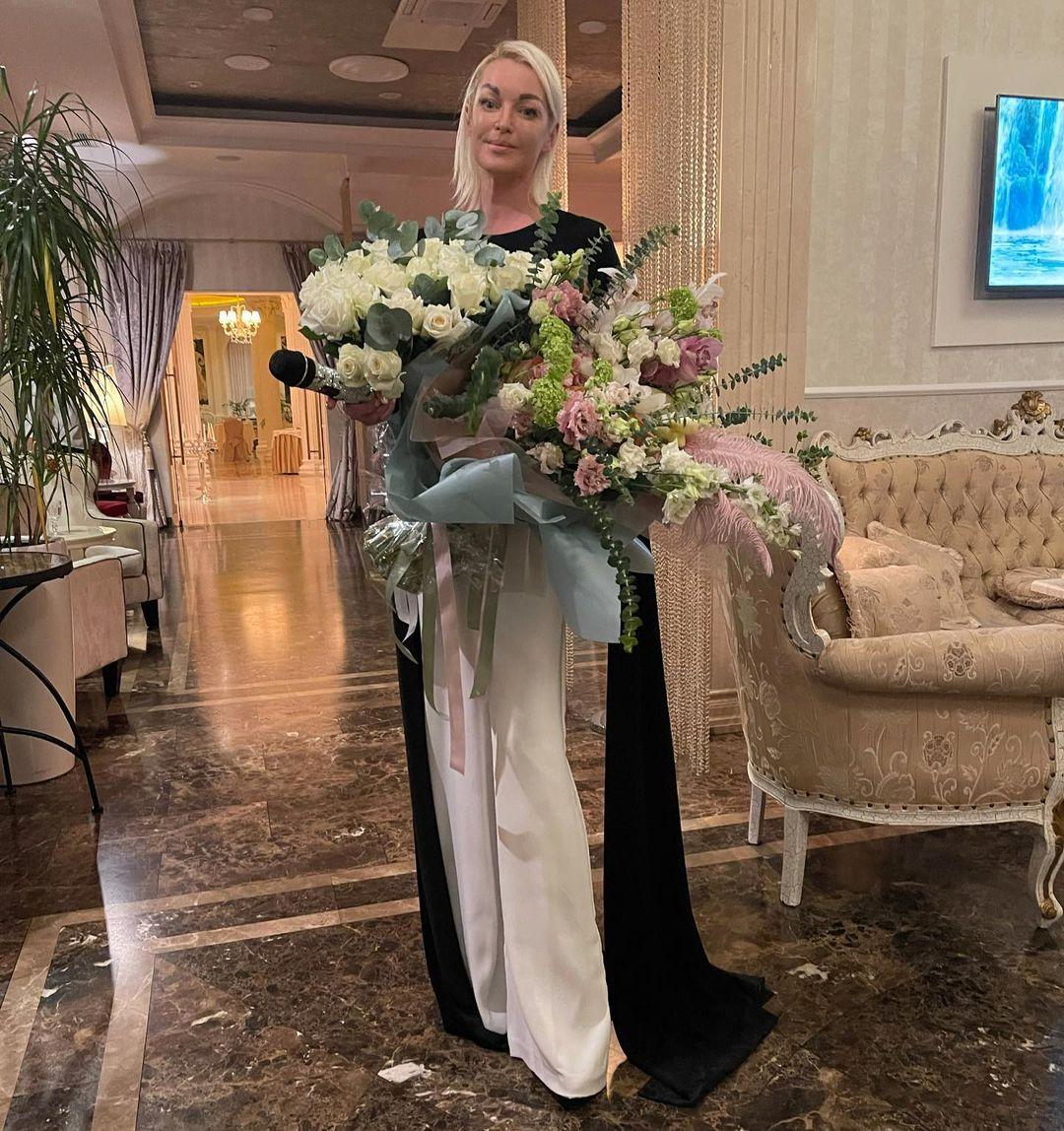 Alla Pugacheva allowed Anastasia Volochkova to sing her song