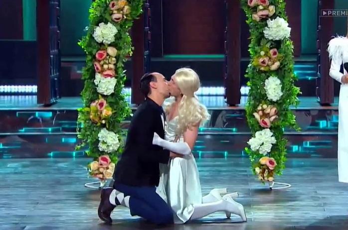 Впервые за историю игр, похожих на КВН, мужчины, в том числе Денис Дорохов, поцеловались взасос