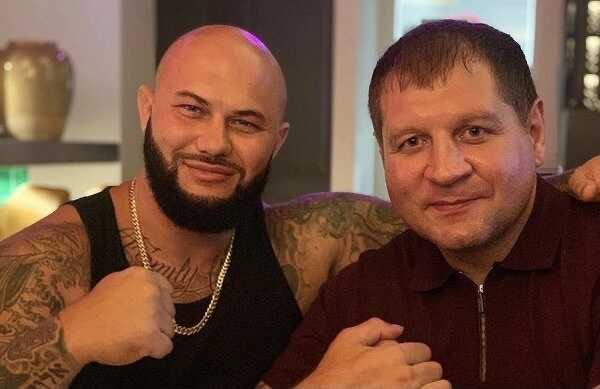 «Он еле ходит»: Александр Емельяненко оценил физическую форму вызвавшего его на бой Джигана