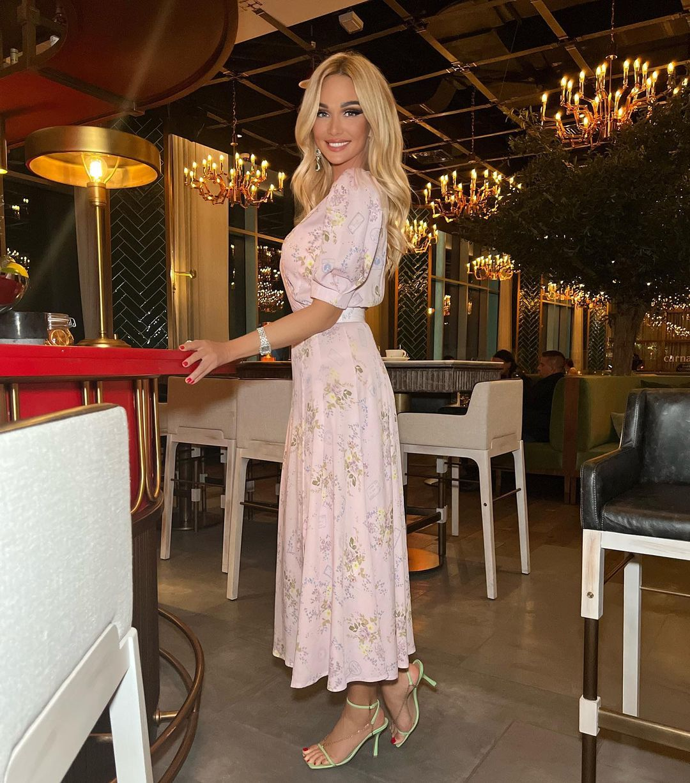 Виктория Лопырева снова демонстрирует плоский живот и идеальную фигуру