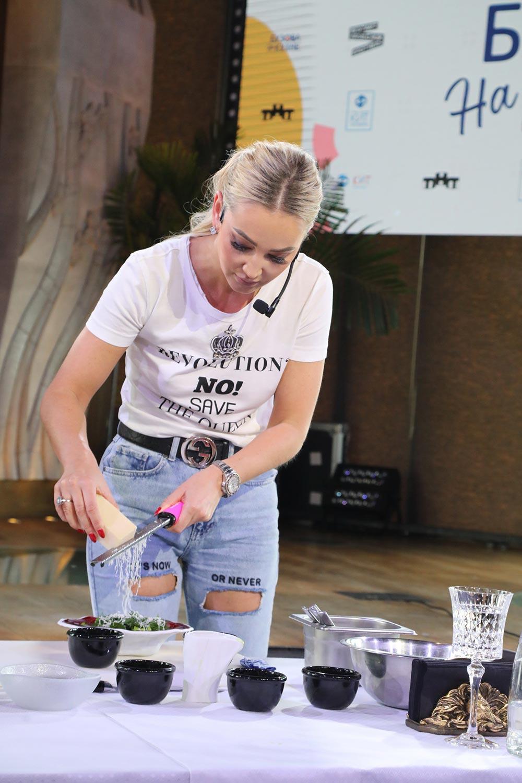 Ольга Бузова обвинила маму в том, что не умеет готовить