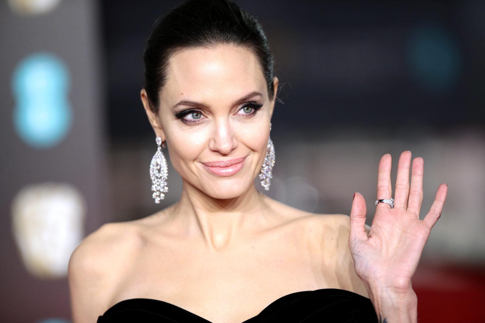Анджелина Джоли втихаря продала часть общего с Брэдом Питтом поместья