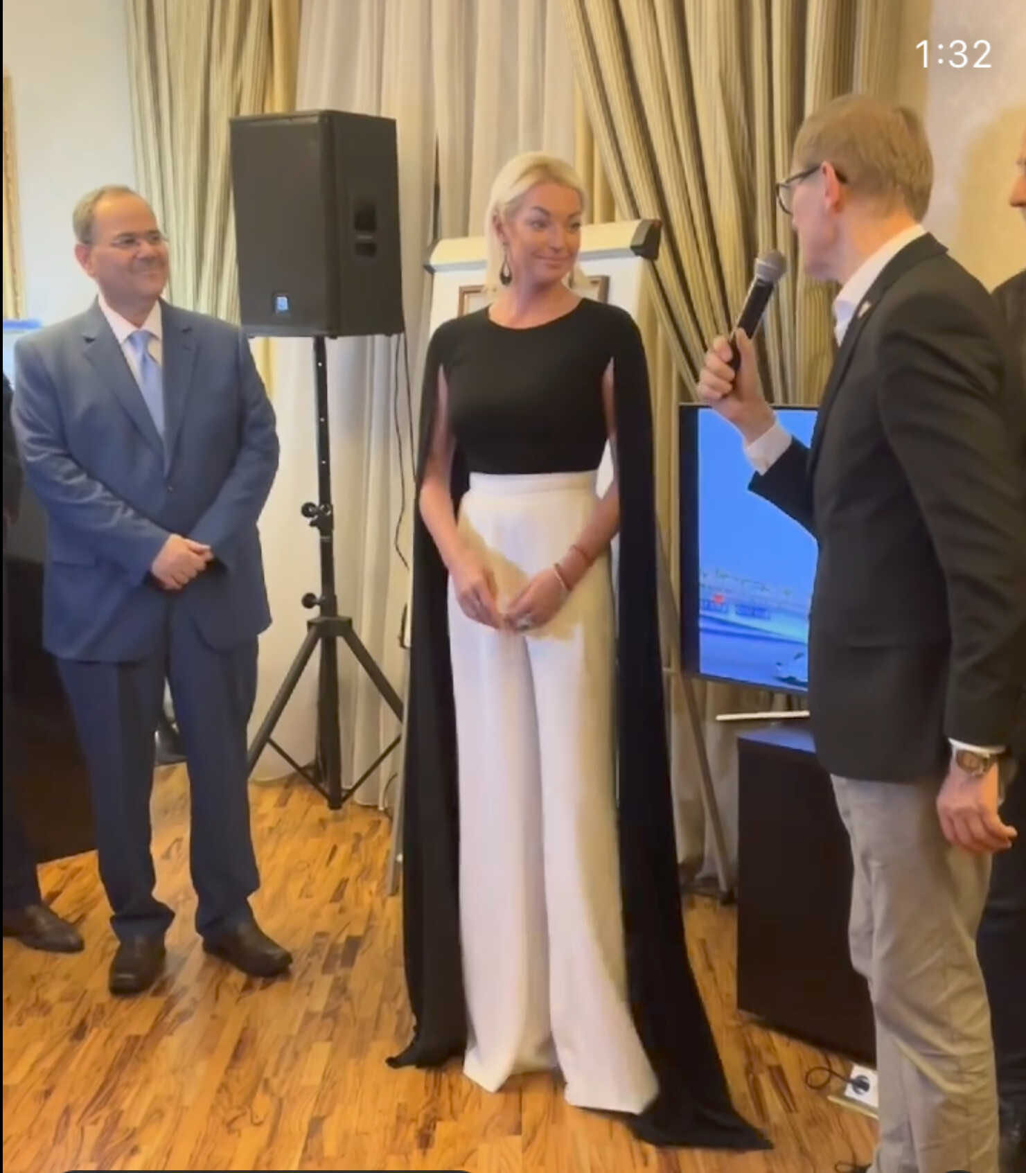 «Невероятно»: в сети обсуждают эффектное появление Анастасии Волочковой в Посольстве королевства Бахрейн