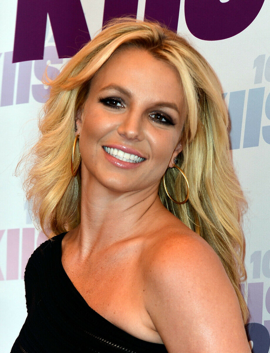 Britney Spears is writing a book about a ghost girl