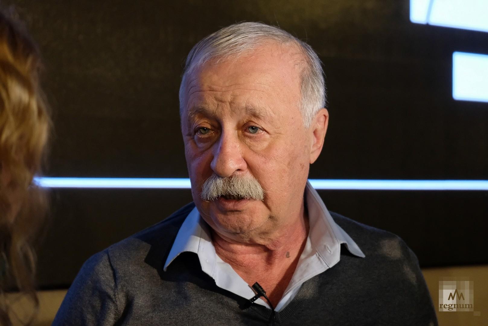 Стало известно, сколько заплатили Леониду Якубовичу за выступление на сцене МХАТа