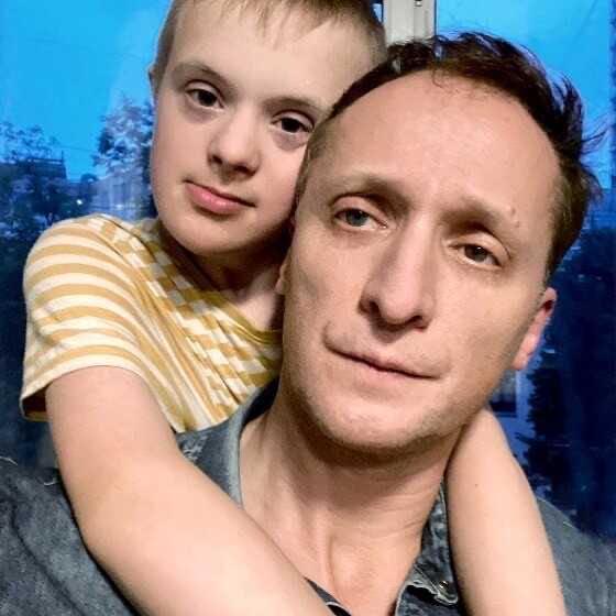 «Плачу каждый день»: звезда «Содержанок» Владимир Мишуков признался, что тяжело переживает свою славу и рассказал о диагнозе сына