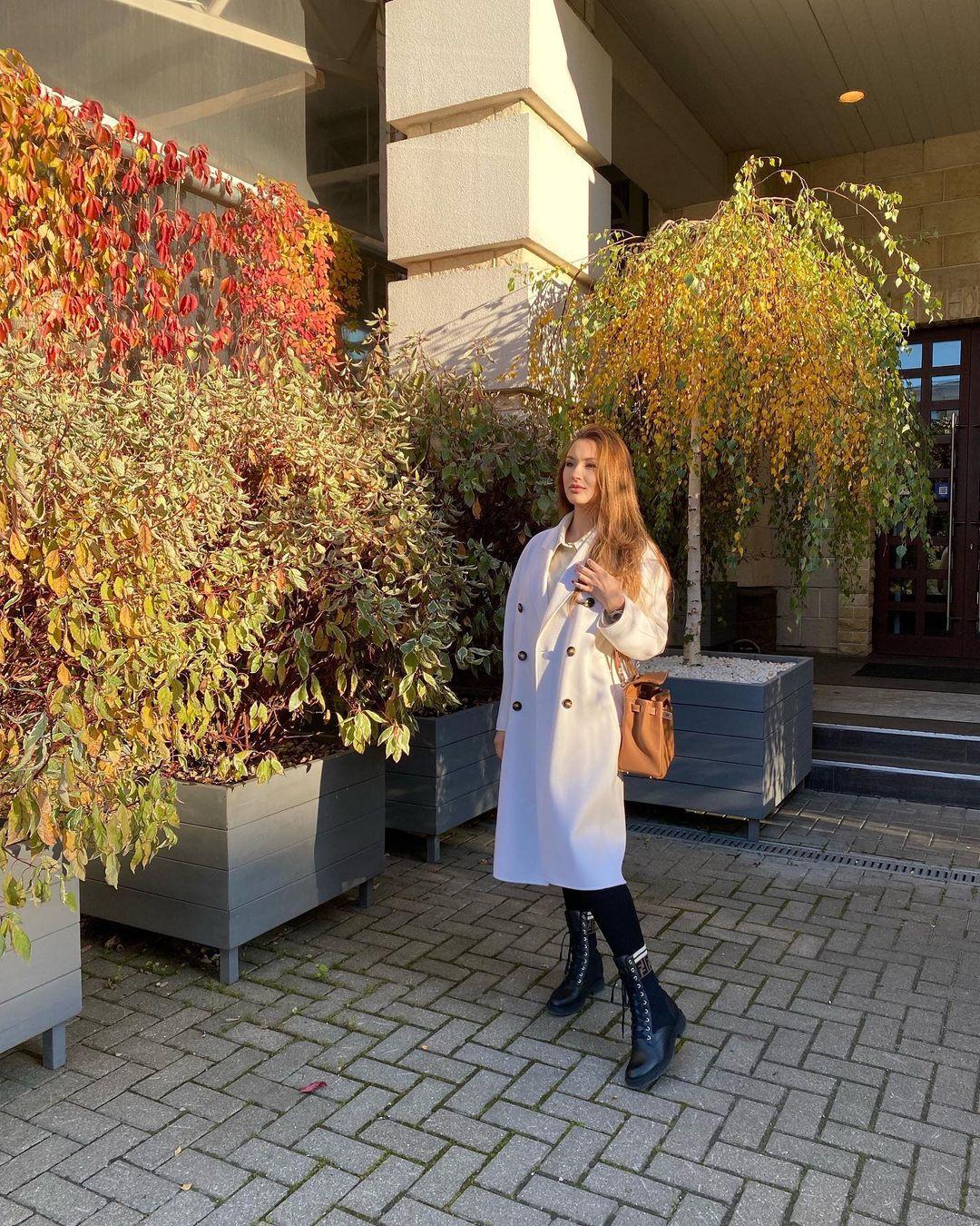 Дочь Александра Серова возмутилась, что ее обвиняют в равнодушии к больному отцу
