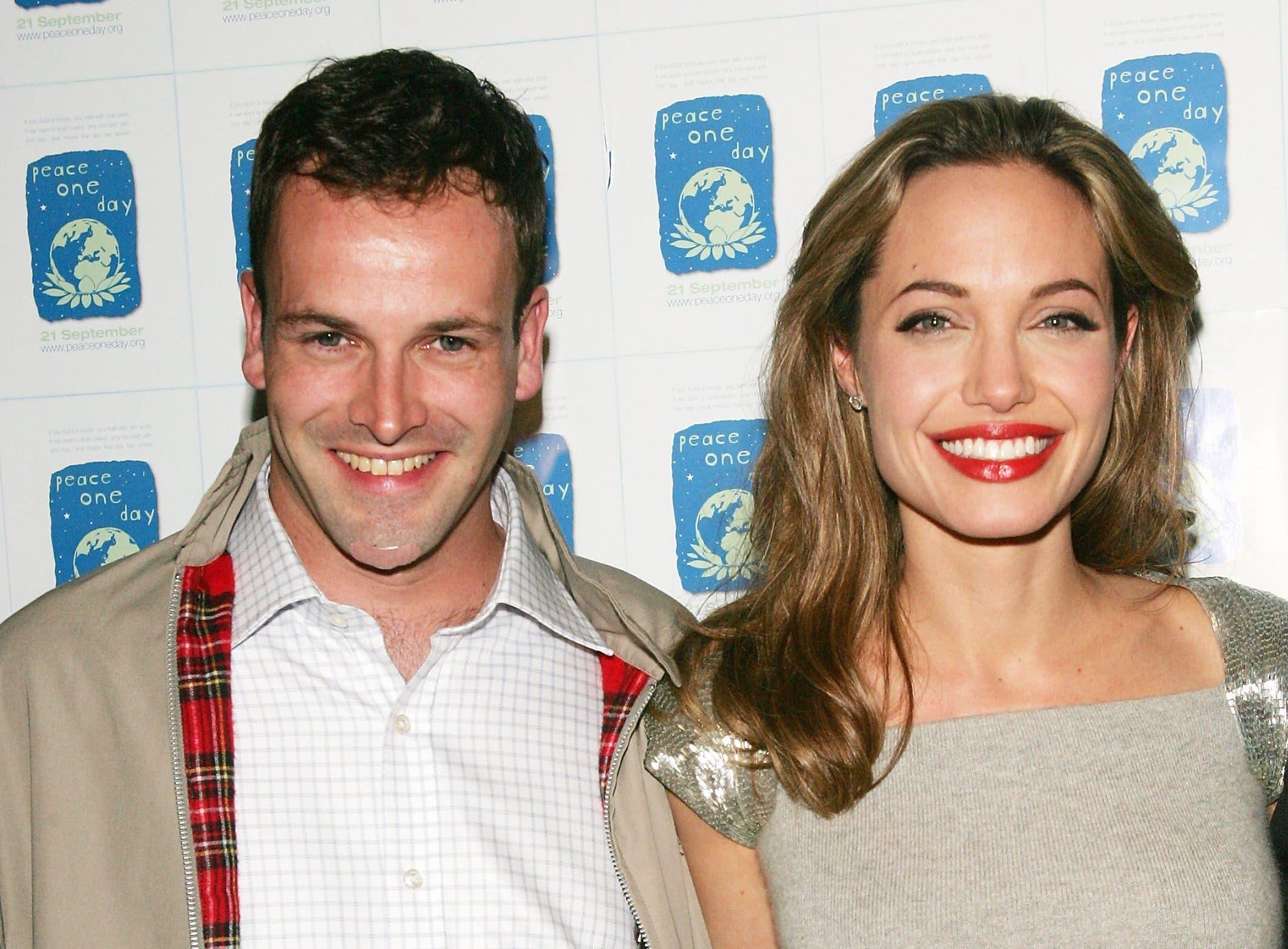 Анджелину Джоли застали на свидании с бывшим мужем