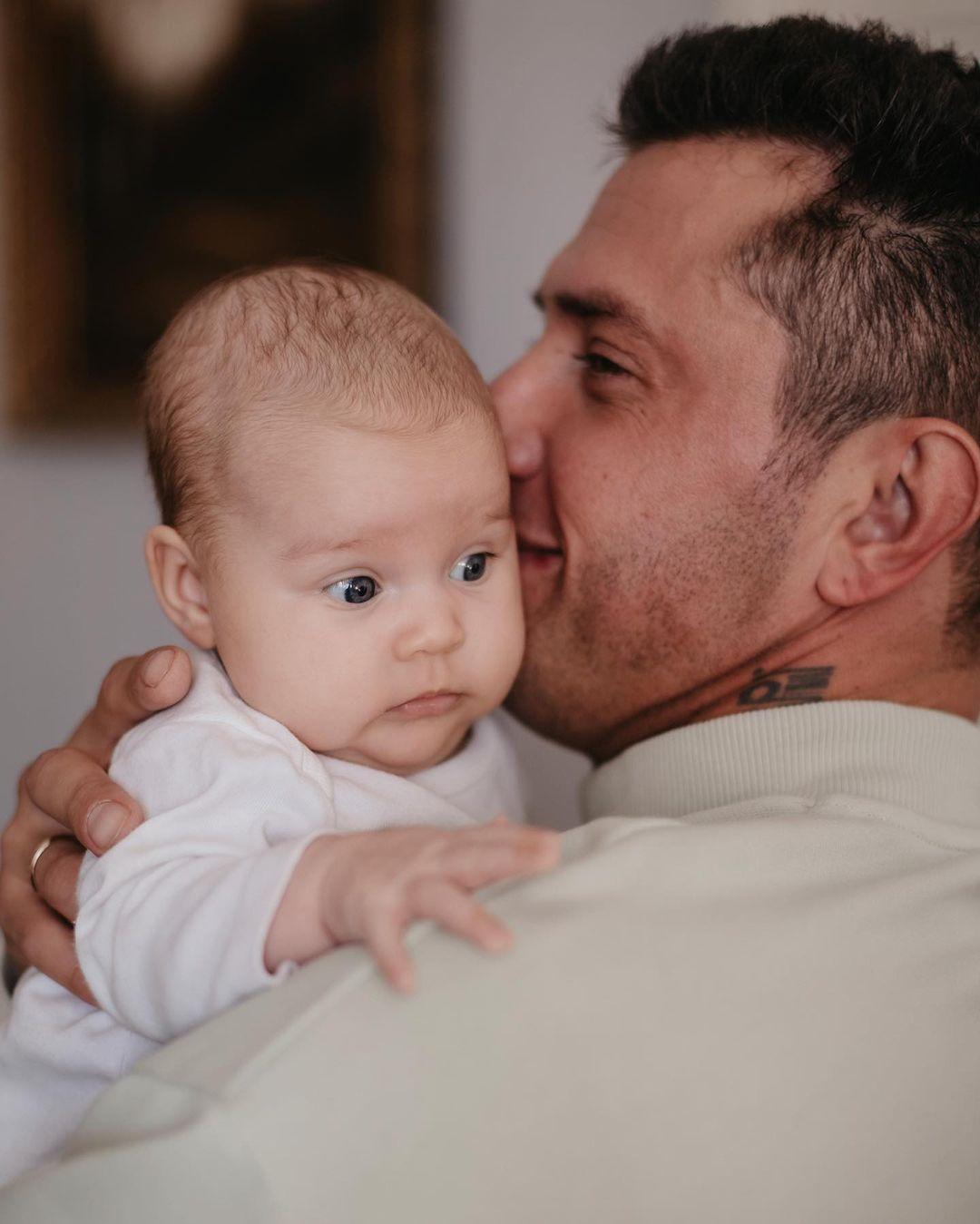 Павел Прилучный познакомил мир со своим новым малышом